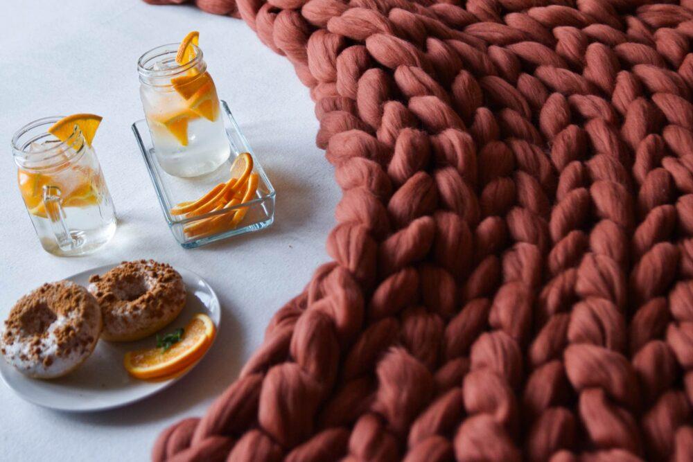 Designová pletená deka