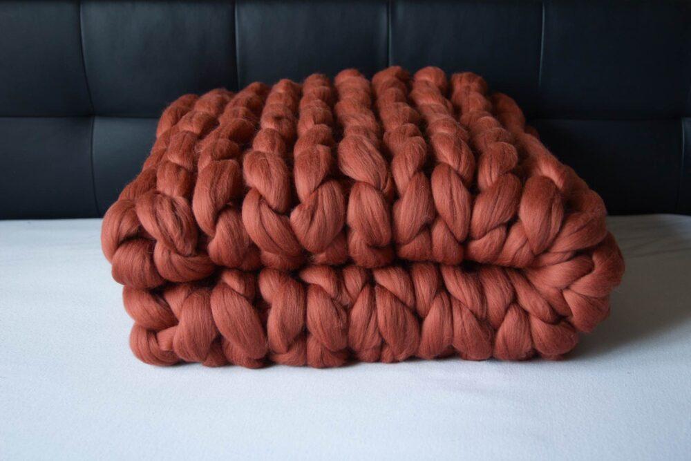 Prvotřídní ručně pletená designová deka